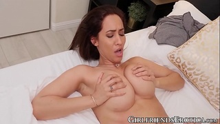 Attractive Isis Love fingers and tongue fucks her dyke lover
