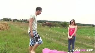 Teen gets her pussy banged in outdoors