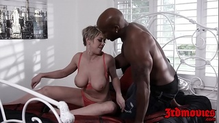 Pixie MILF Dee Williams dicked before interracial facial