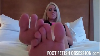 Shoot your cum right between my toes