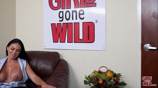 GIRLS GONE WILD - Busty Babe Brooke Beretta Plays With Her MILF Pussy