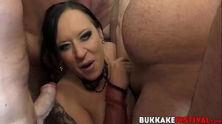Luscious blonde Mona Summers orally gangbanged