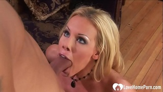 Blonde babe gets slammed by a big donger