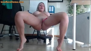 mature blonde with her pussy so wet