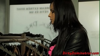 Sub beauty blowing mistresses strapon