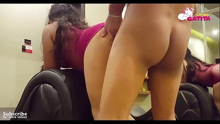Fucking the ass of a married woman eager for a cock