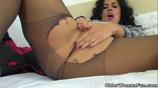 Euro milf Annabelle More stuffs her pussy with dildo