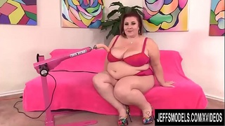 Lusty BBW Lady Lynn Enjoys a Cunt Reaming from a Fucking Machine