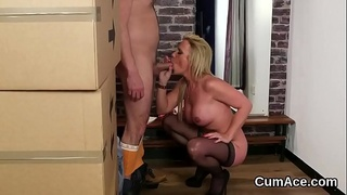 Kinky model gets cumshot on her face eating all the charge