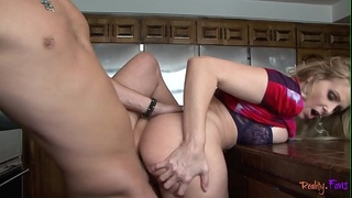 Cockhungry stepmommy drilled in the kitchen