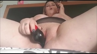 Plump Milf Dildoing Her Pussy On Love'_rs Cam