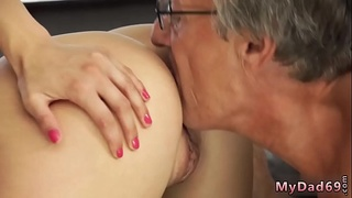Teen cum in mouth Sex with her boyally&acute_s father after swimming pool