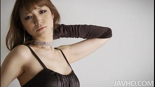 Glam idol Yuria shows off her luscious curves in black satin and rhinestones