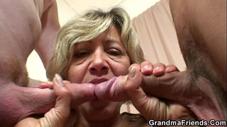 Hey guys, who wants to taste my old pussy?