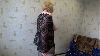 Amateur striptease with an anal cork in the big ass, a mature milf with big tits attracts connoisseurs of fatties.