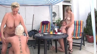 Free Version - Mom take me with you I want to be touched by your friends