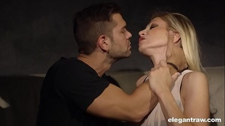 Cheating Housewives: Vittoria Risi loves cock so much