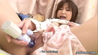 Cute Asian teen masturbates to an orgasm in her bed
