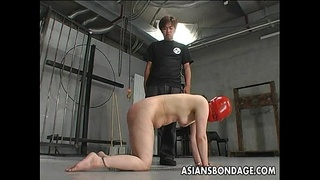 Shackled Japanese chick is spanked before sucking a hard dick
