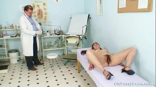 granny,mature,exam,old,pussy,doctor,gyno